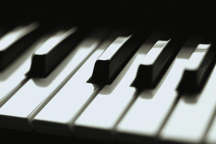 piano-keys-1tkura4.jpg