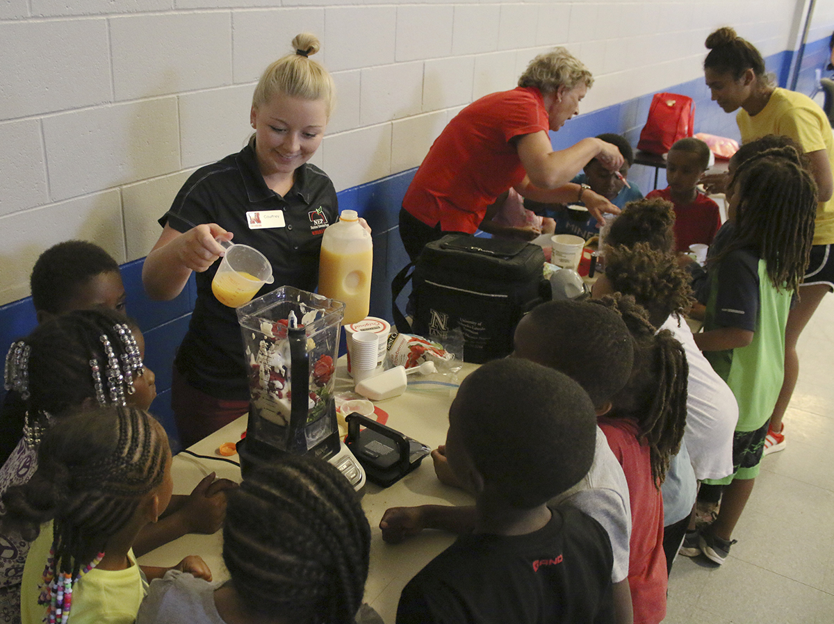 Extension Assistant Courtney Eitzmann makes healthy smoothies with youth at the Clyde Malone Community Center. (Photo by Vicki Jedlicka, Nebraska Extension in Lancaster County)