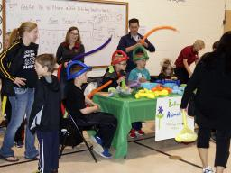 Little Green Giants 4-H club made balloon animals.