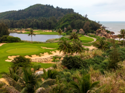 While on Hainan, students will visit the golf courses on the Shenzhou Peninsula, Sanya and Mission Hills Haikou
