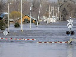 Flooded railroad crossing in Plattsmouth, NE. Credit: Nati Harnik/AP