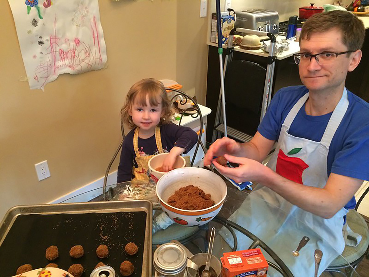 Baking with daddy. (Photo by Cacaye on Flickr)