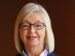 "Extension Educator Karen Wobig received Nebraska Extension's 2020 Chester I. Walters ""Extra Mile"" Award"