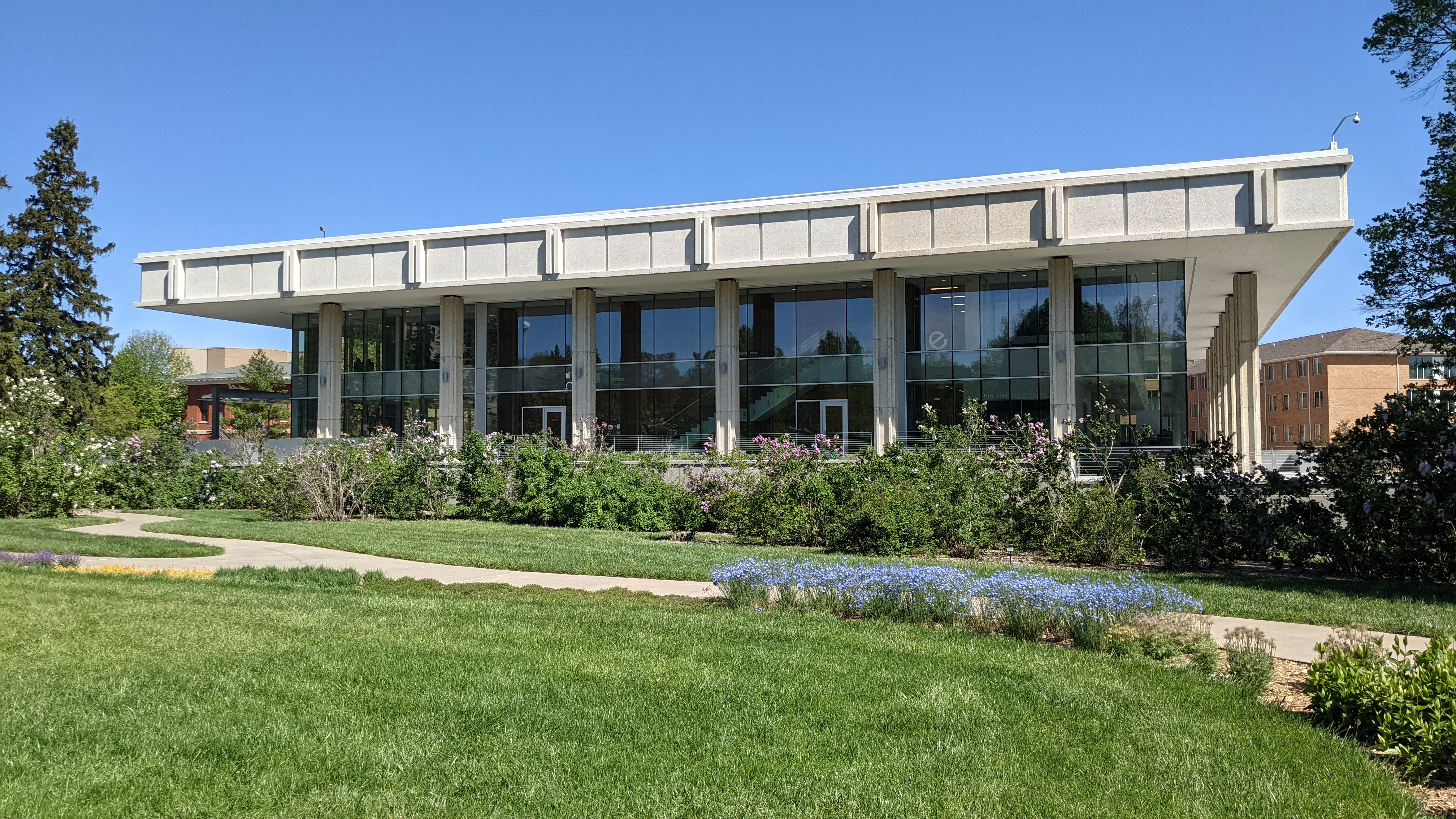 Dinsdale Family Learning Commons