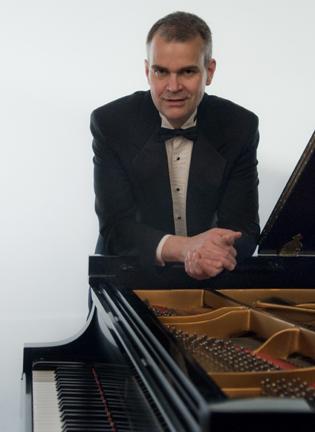 Pianist Robert Satterlee