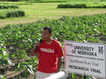UNL graduate student Trung Nguyen talks about a sunflower rust trial. Nguyen will present an update on the trial in a 4 p.m., Feb. 13 lecture in 264 Keim Hall.