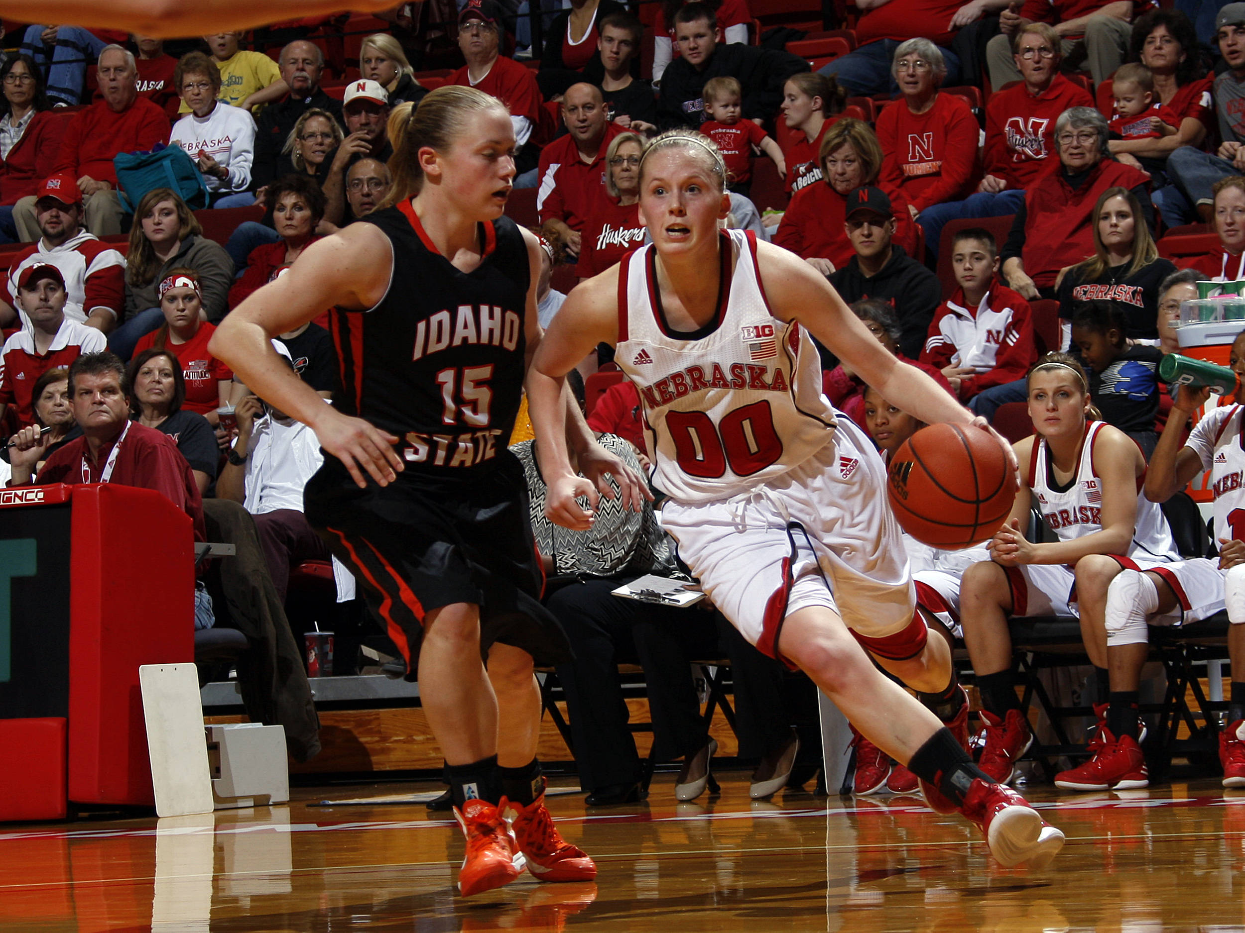Senior Lindsey Moore drives the lane against an Idaho State defender.