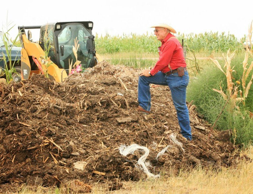 The Nebraska College of Technical Agriculture in Curtis, NE will host a large animal composting demonstration field day on Thursday, Dec. 12.