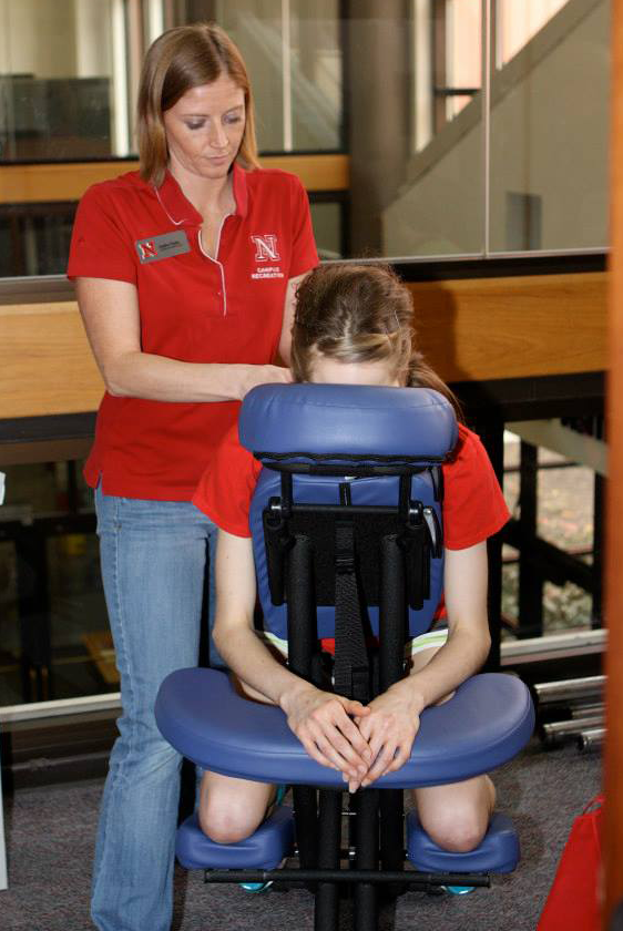Chair massage can alleviate muscle tightness and fatigue in your shoulders, back, and neck caused by backpacks, stress, and long periods of sitting.