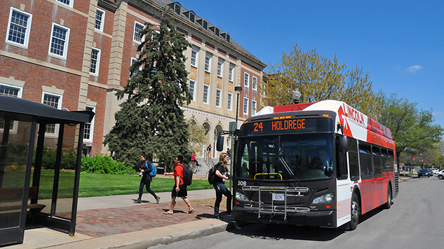 An intercampus bus makes a stop outside the Nebraska Union on April 29. UNL has worked with StarTran to add two new bus routes, connecting City and East campuses with Nebraska Innovation Campus.