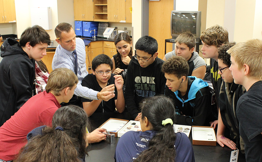 MAst graduate Tony DeGrand (back row, second from left) shows rocks and minerals to his students at Lincoln North Star High School. Lindsay Augustyn | UNL CSMCE