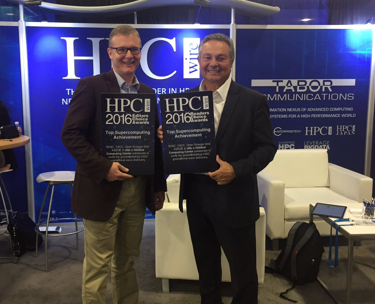 David Swanson accepts the HPCwire award on behalf of HCC from Tom Tabor, CEO of Tabor Communications, which owns HPCwire.