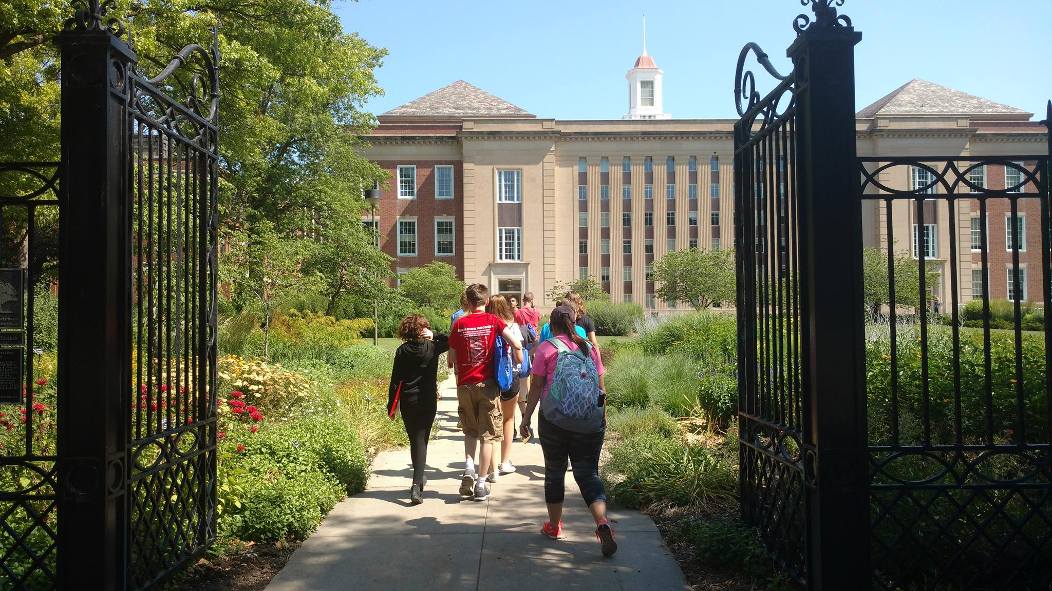 At Young Nebraska Scientists camps, middle school and high school students enjoy hands-on science experiences and campus visits.