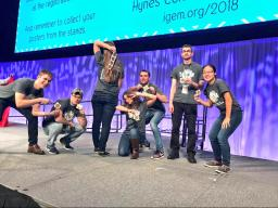 The 2017 iGEM team, courtesy of the @UNLiGEM Twitter account.