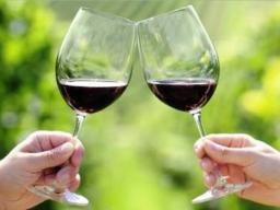 Experience the wines of western Iowa.